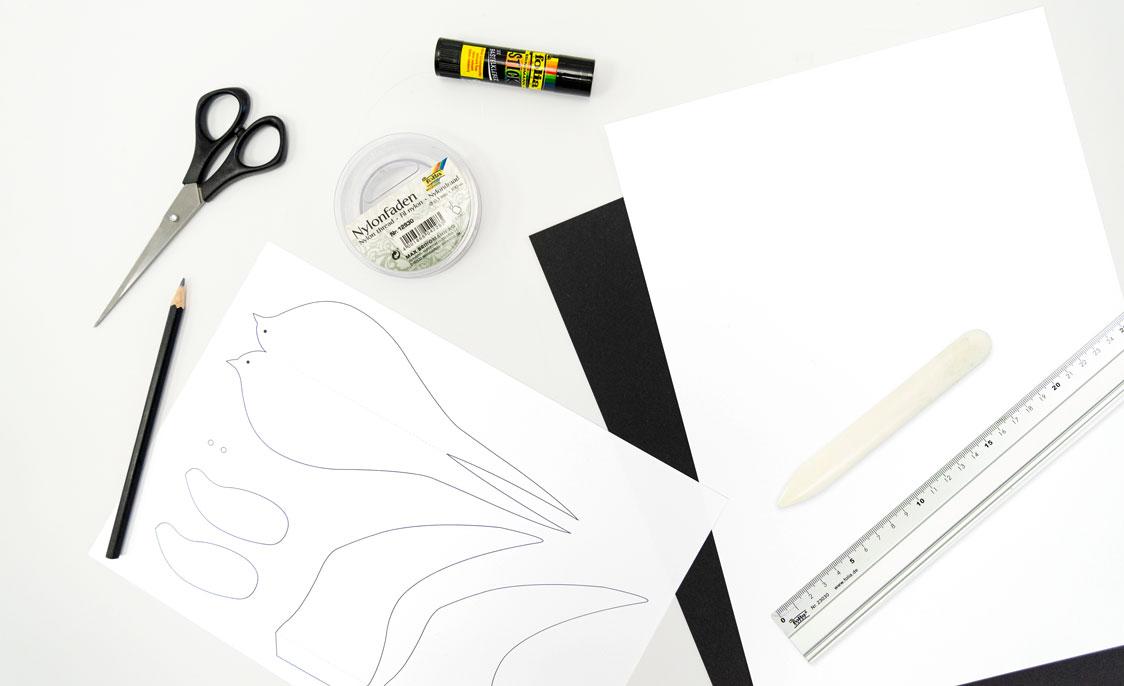 Material Schwalbe Papier Bastelschere Klebestick